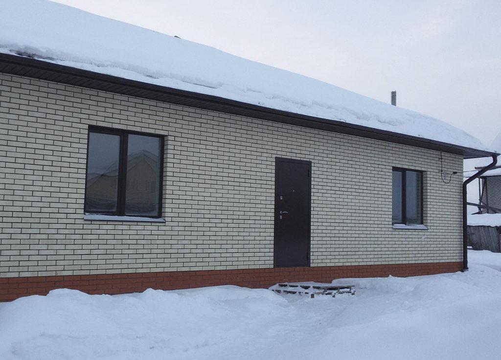 Кирпично-блоковый одноэтажный частный дом